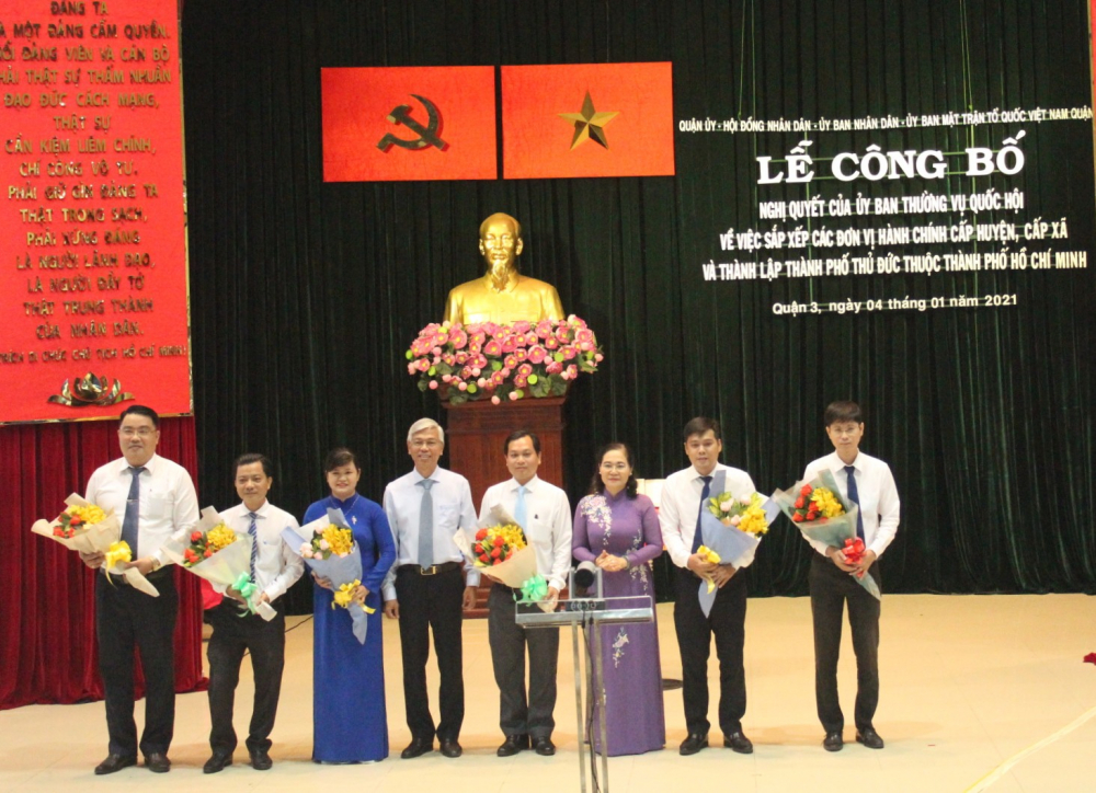 Lãnh đạo TPHCM chúc mừng các phường 6, 7, 8 sáp nhập thành phường Võ Thị Sáu.
