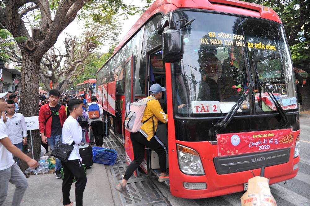 Sinh viên Trường ĐH Lạc Hồng được hỗ trợ vé xe, vé máy bay về tết