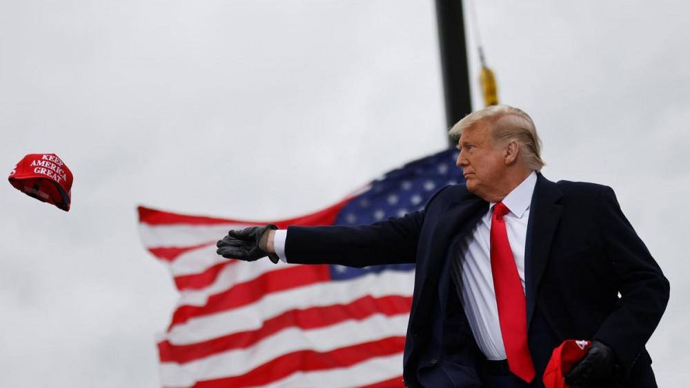 Tổng thống Donald Trump vẫn quyết tâm chiến đấu đến giờ phút cuối cùng
