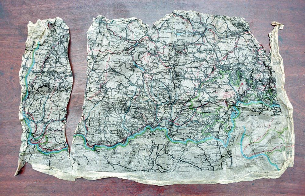 Giai đoạn Thế chiến, những tấm bản đồ lụa được bí mật gửi đến tù nhân chiến tranh như phương tiện trợ giúp họ lên kế hoạch tẩu thoát. (Ảnh: Alamy)