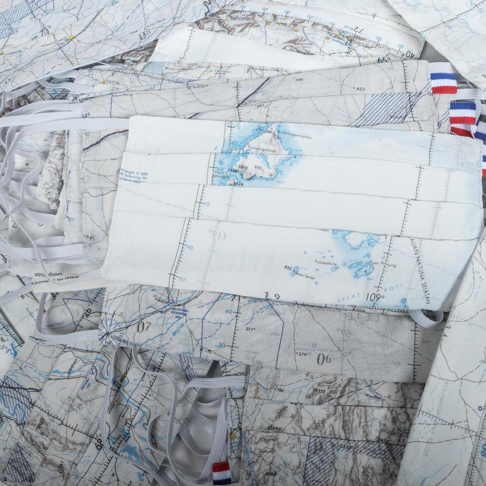 Bản đồ lụa được biến tấu thành series khẩu trang tiện ích của hãng BRUT, Pháp. (Ảnh: BrutClothing)