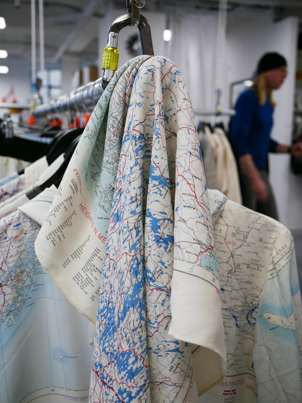 Áo khoác và khăn choàng lụa từ chất liệu bản đồ cổ của RÆBURN (Ảnh: TimetoSew)