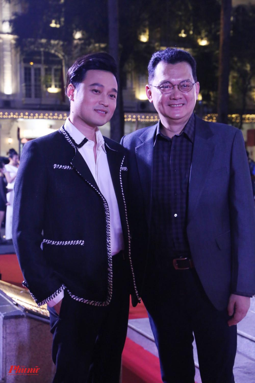 NS ƯT Hữu Châu chụp ảnh lưu niệm cùng Quang Vinh