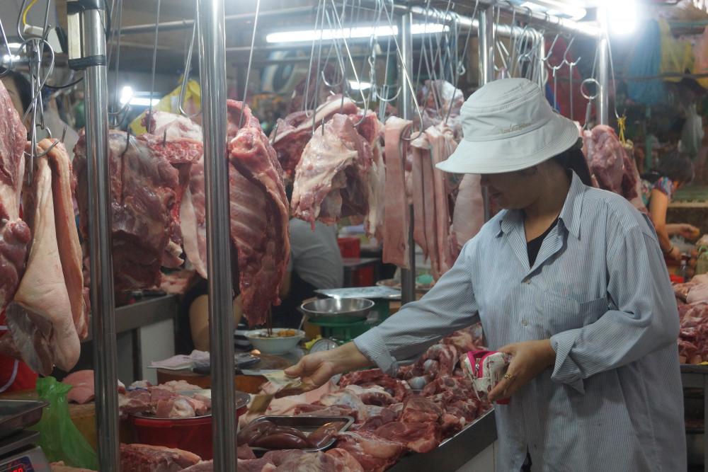 Giá thịt heo sỉ và lẻ tại nhiều chợ của TPHCM tăng trở lại trong những ngày gần đây