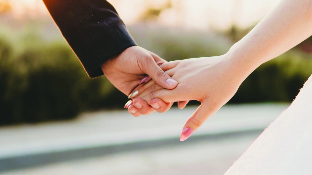 Có bao nhiêu cặp vợ chồng vẫn còn nắm tay nhau? - Ảnh minh họa