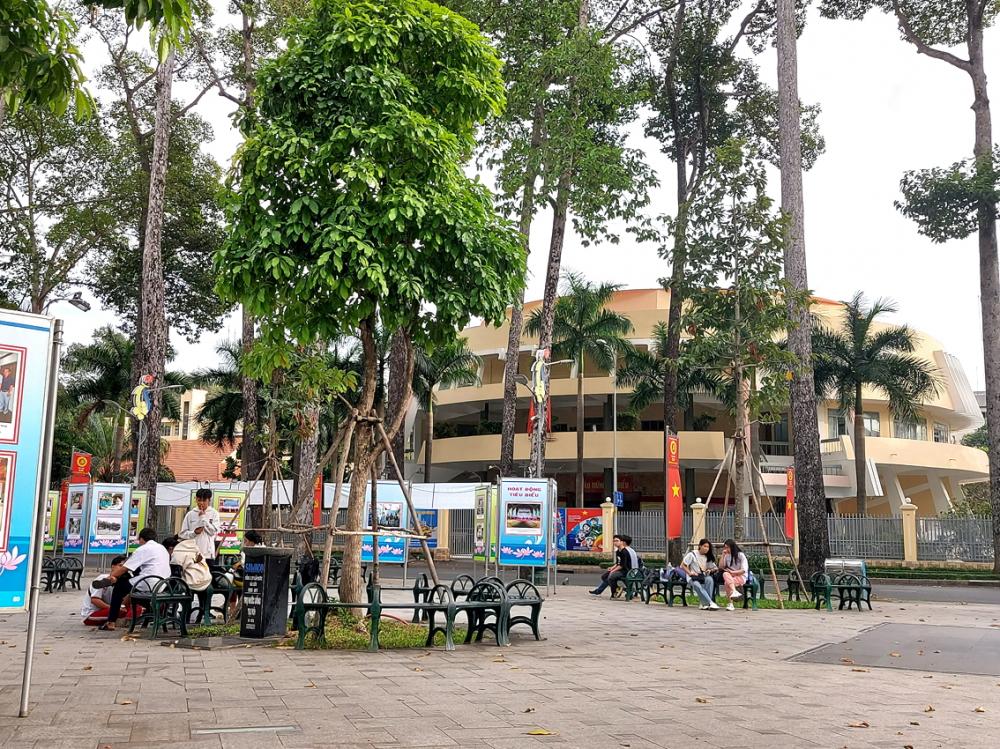 """Công viên Văn Lang (Q.5) từng là """"điểm đen"""" về ma túy nay đã được cải tạo,  nâng cấp thành nơi vui chơi, giải trí cho người dân"""