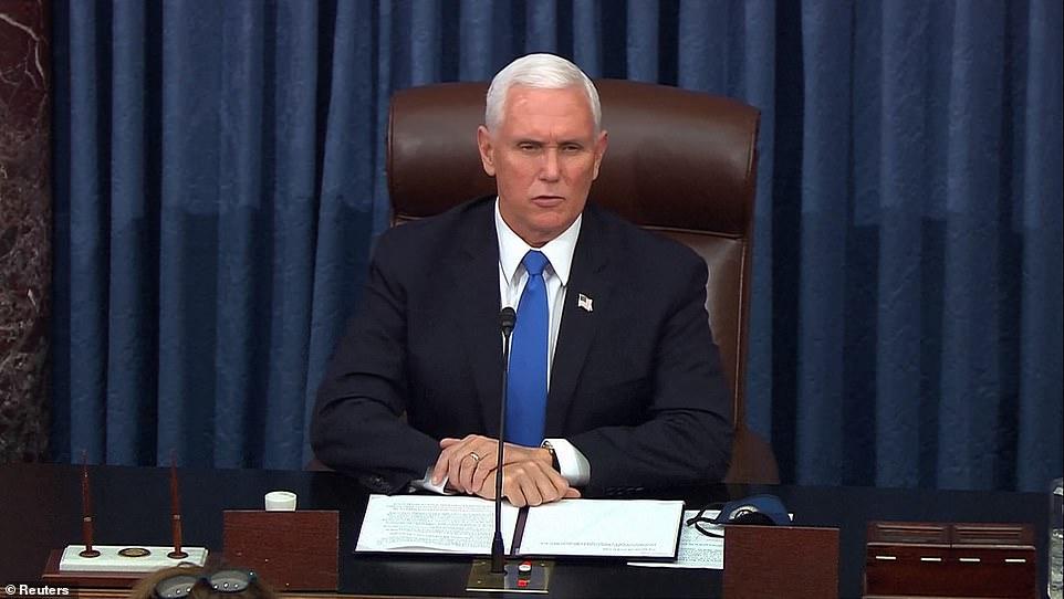 Phó tổng thống Mike Pence tiếp tục chủ trì cuộc bỏ phiếu tại Quốc hội sau khoảng thời gian gián đoạn vì bạo loạn