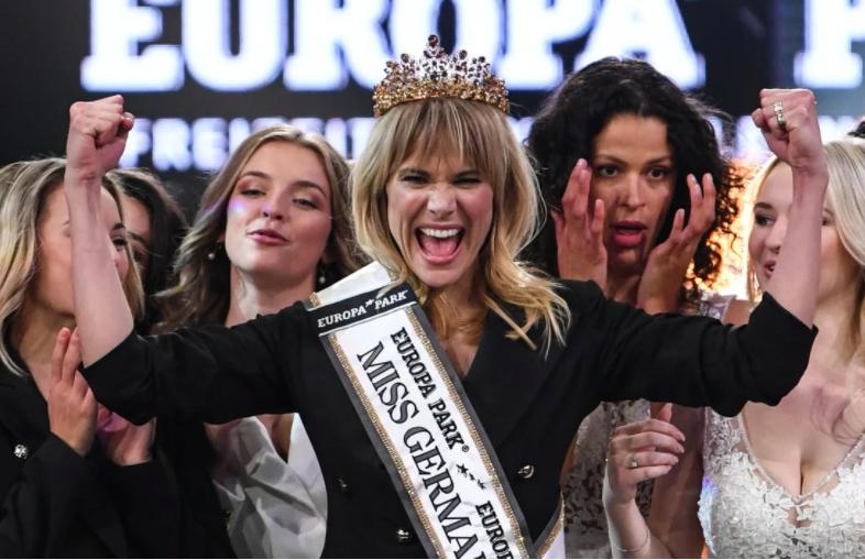 Nhưng việc lựa chọn doanh nhân trực tuyến Leonie Charlotte von Hase làm Hoa hậu Đức 2020 là một bước ngoặt của cuộc thi.