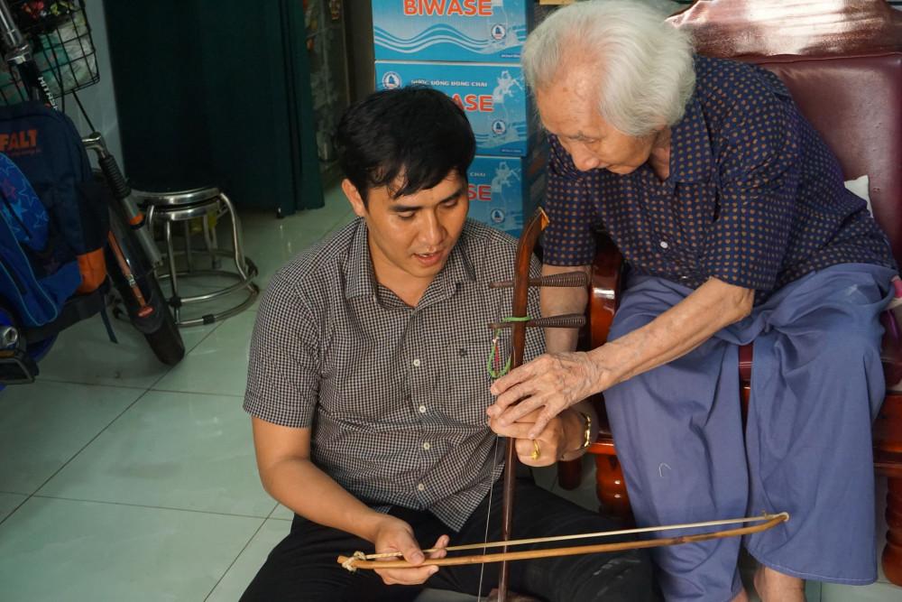 Tác giả và nhạc sư Vĩnh Bảo