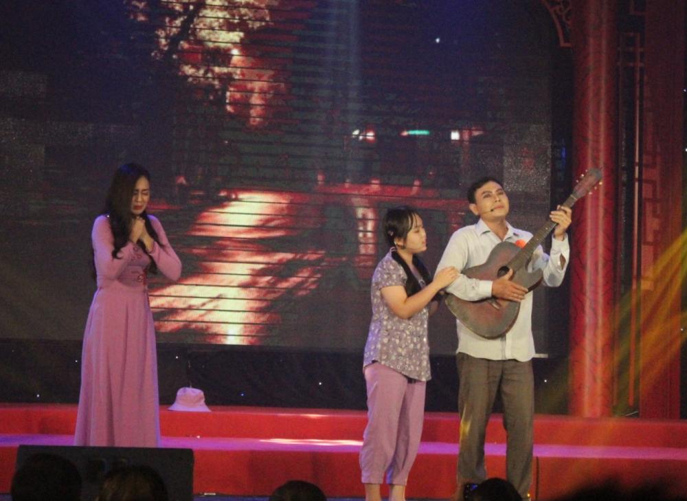 NSND Thanh Tuấn đánh giá Trịnh Văn Hồng Thuế là một chất giọng lạ của mùa giải Bông lúa vàng 2020.