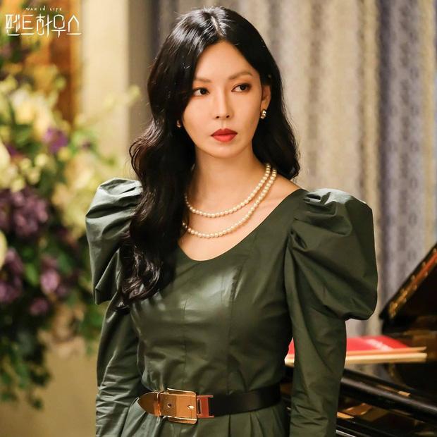 Cuối năm 2020, Kim So Yeon một lần nữa làm khuynh đảo màn ảnh nhỏ xứ Hàn với vai diễn Cheon Seo Jin, xuất thân từ một gia đình giàu có, không từ mọi thủ đoạn để đạt được những điều mình muốn, trong siêu phẩm Cuộc chiến thượng lưu.