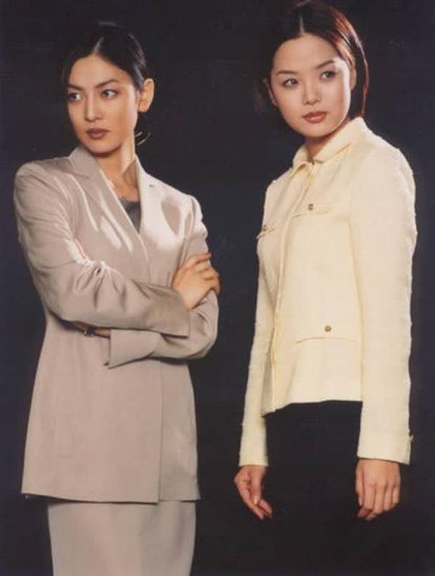 Nổi tiếng từ nhỏ nhưng phải chờ tới vai diễn phản diện Heo Young Mi trong tác phẩm đình đám Tình yêu trong sáng, Kim So Yeon mới chính thức vụt sáng. Sự mưu mô và biểu cảm độc ác của nữ diễn viên bên cạnh dàn sao Hang Dong Gun, Chae Rim khiến khán giả ám ảnh suốt thời gian dài. Từ đây, cô nàng cũng được khán giả bình chọn là Ác nữ đẹp nhất màn ảnh Hàn.