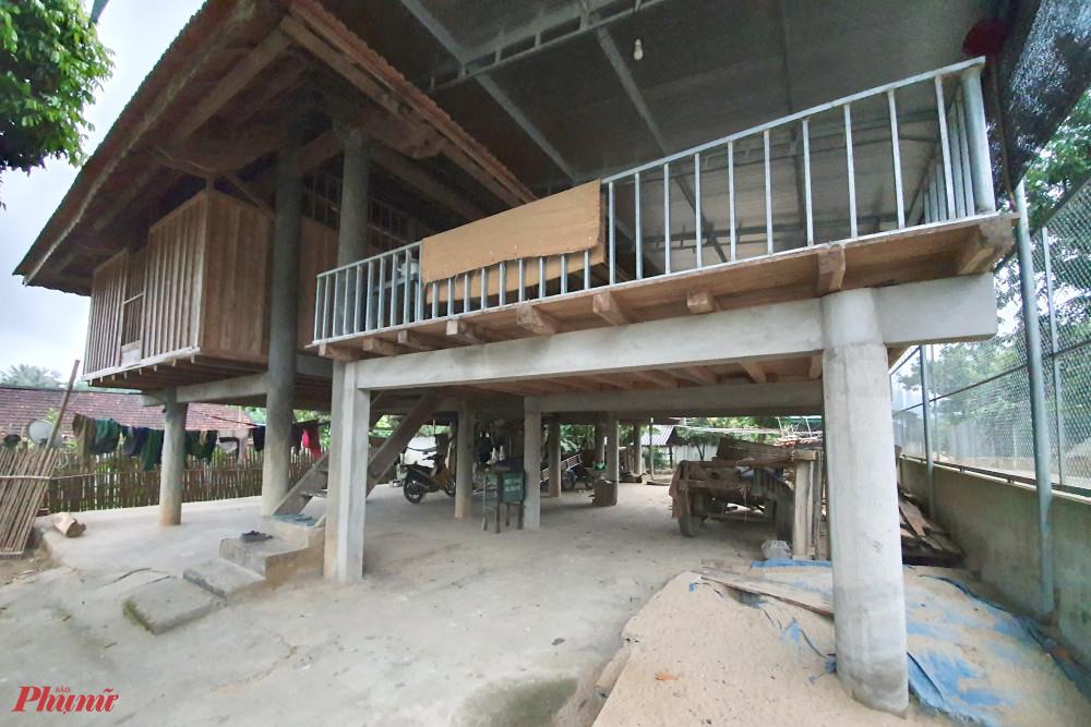 Nhiều người dân chuyển sang làm nhà sàn bằng bê tông để vừa gìn giữ nếp nhà vừa giữ rừng