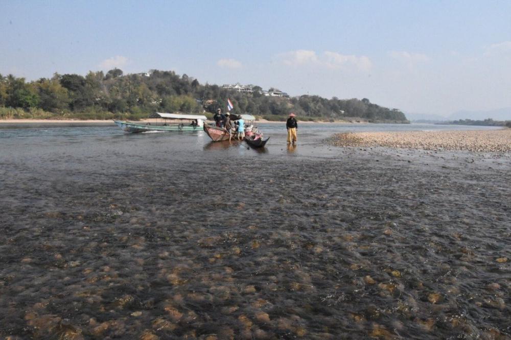 Các nhà hoạt động và quan sát sông Mekong cảnh báo về tác động của các con đập Trung Quốc đối với cộng đồng và động vật hoang dã ở hạ nguồn -  Ảnh: Pianporn Deetes