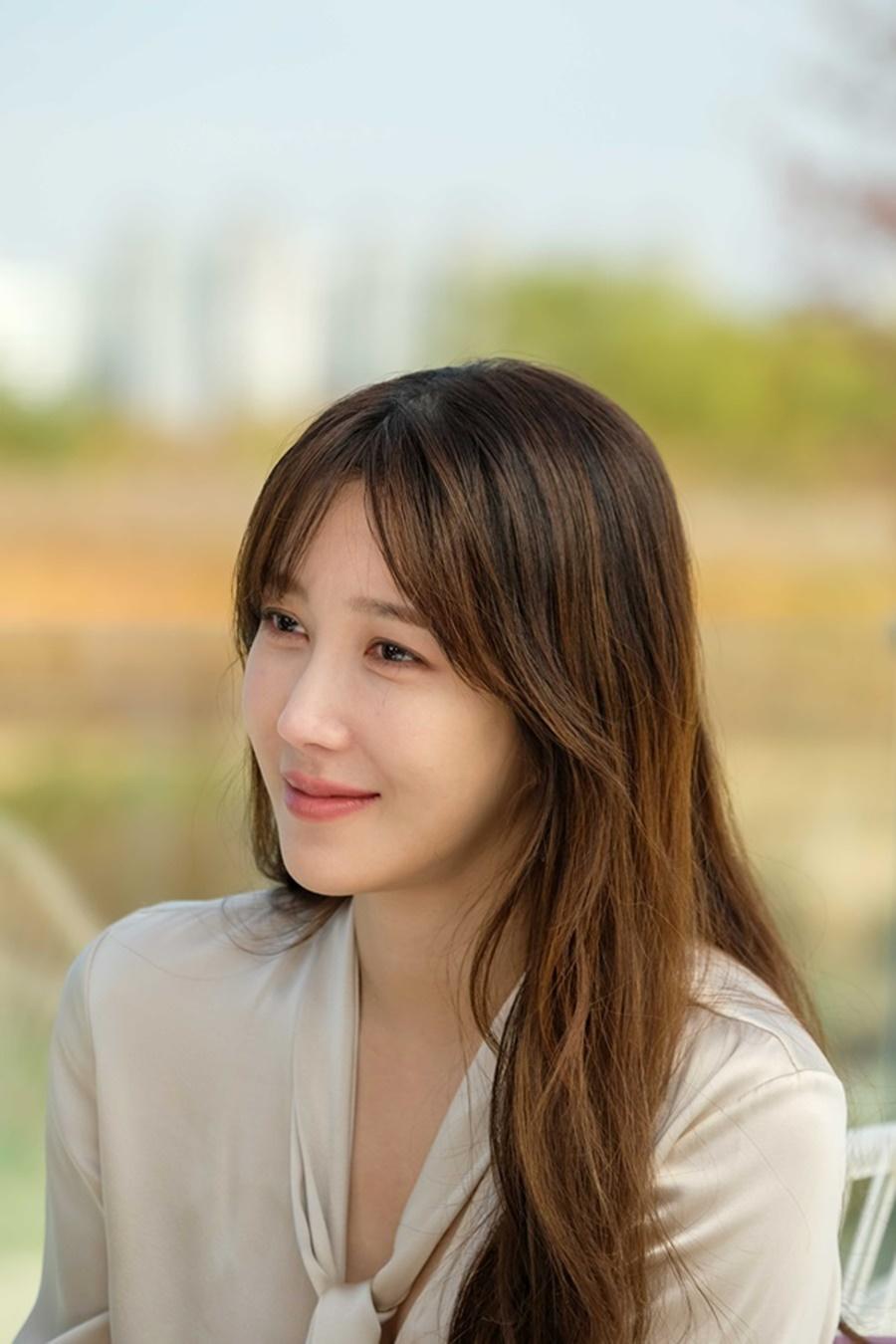 Vẻ đẹp thanh thuần của Lee Ji ah trong phim Cuộc chiến thượng lưu.