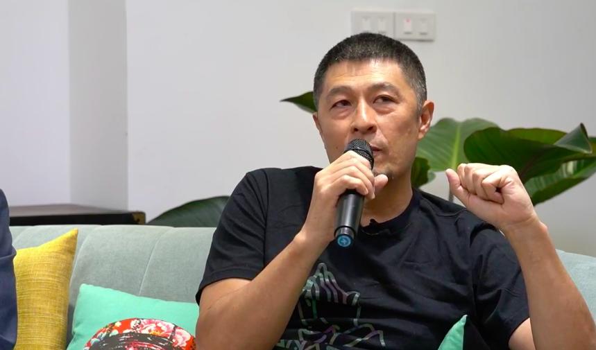 NSX Charlie Nguyễn trong buổi chia sẻ với khán giả về bộ phim Người cần quên phải nhớ.