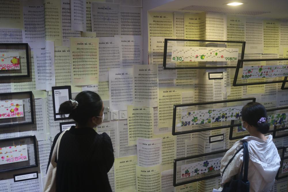 Triển lãm Republish: Chữ Là Chi... đang diễn ra tại The Nutshell Saigon (58/12 Phạm Ngọc Thạch, P.6, Q.3)