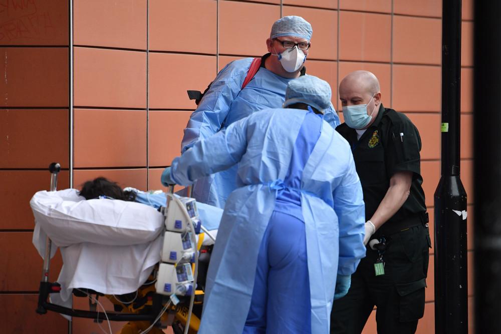 Số ca tử vong và mắc mới COVID-19 tiếp tục tăng cao tại Mỹ và châu Âu.