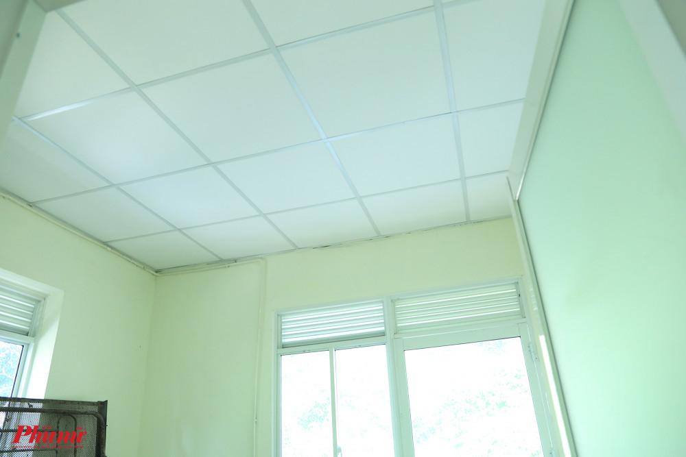 Phòng ốc được sơn sửa tường, lợp trần mới.