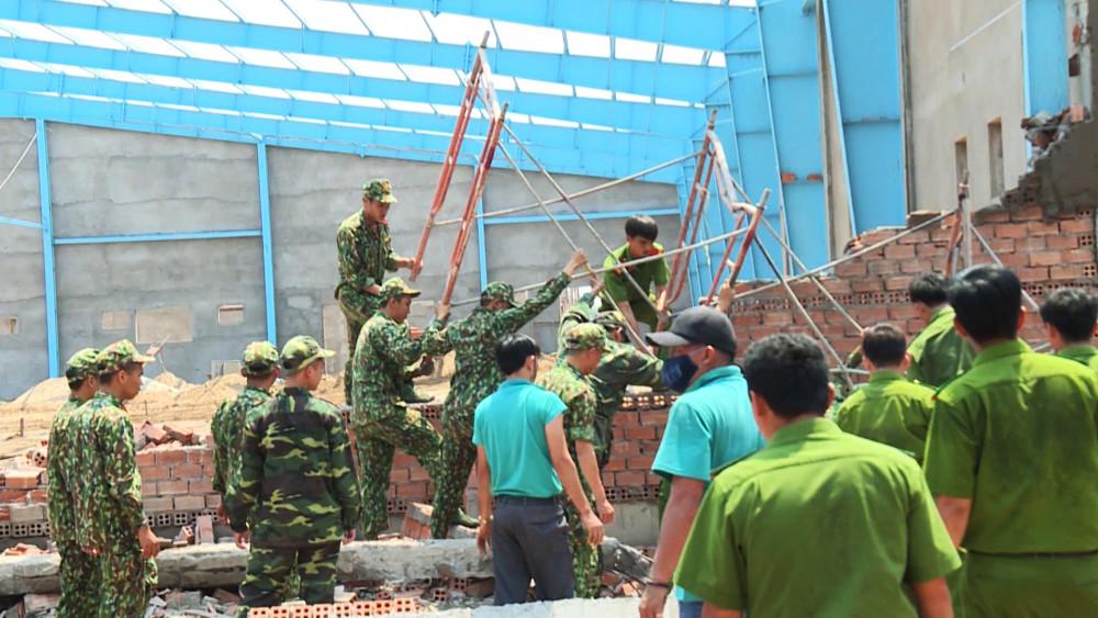 Vụ án sập tường trong khu công nghiệp làm 7 người chết gây xôn xao dư luận tại Vĩnh Long