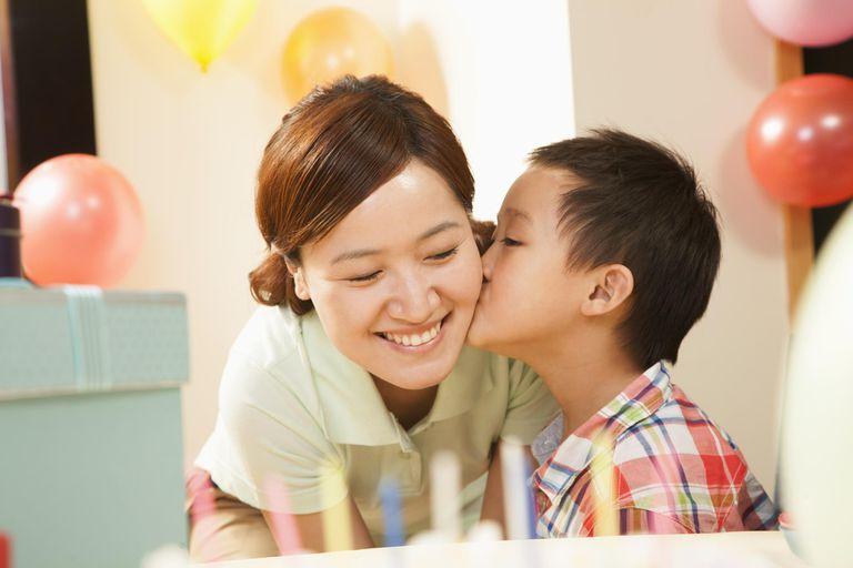 Trẻ em thích quà, nhưng nếu không cẩn thận, chúng rất dễ hiểu sai ý nghĩa của quà tặng - Ảnh minh họa