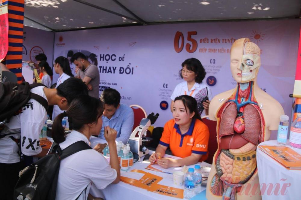 Nhiều trường tư nở rộ đào tạo khối ngành sức khỏe (ảnh: Đại Minh)