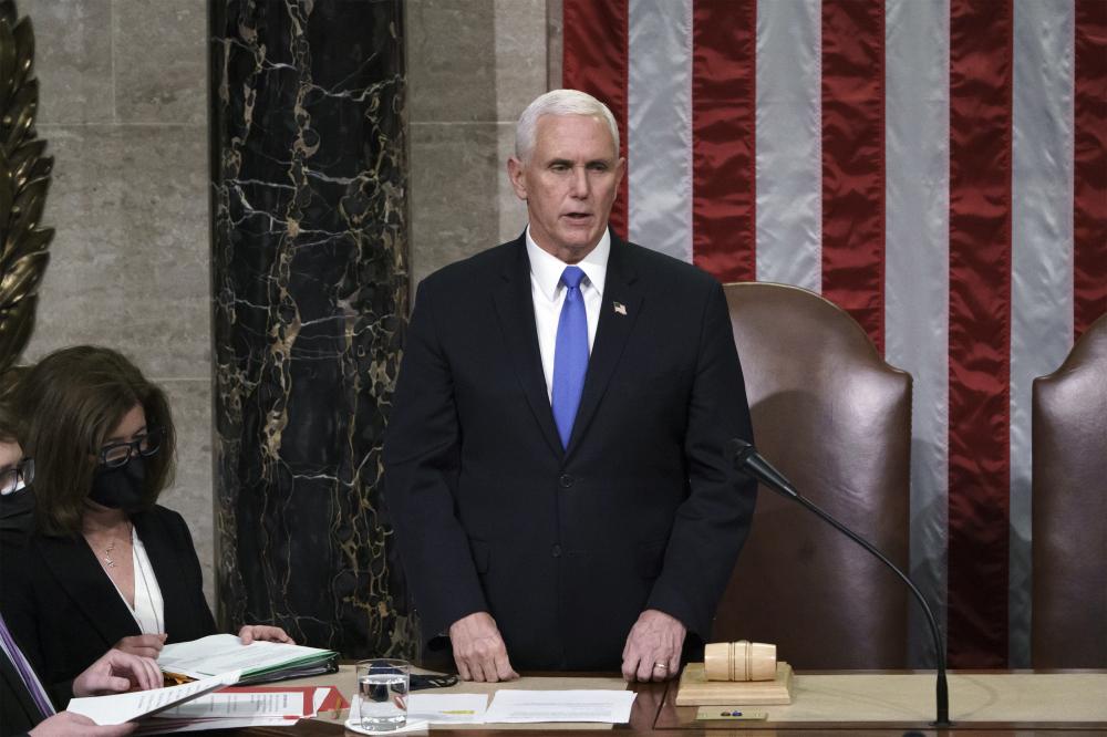 Phó Tổng thống Pence bác bỏ lời kêu gọi viện dẫn Tu chính án 25 để loại bỏ ông Trump của các nghị sĩ đảng Dân chủ - Ảnh: KTLA