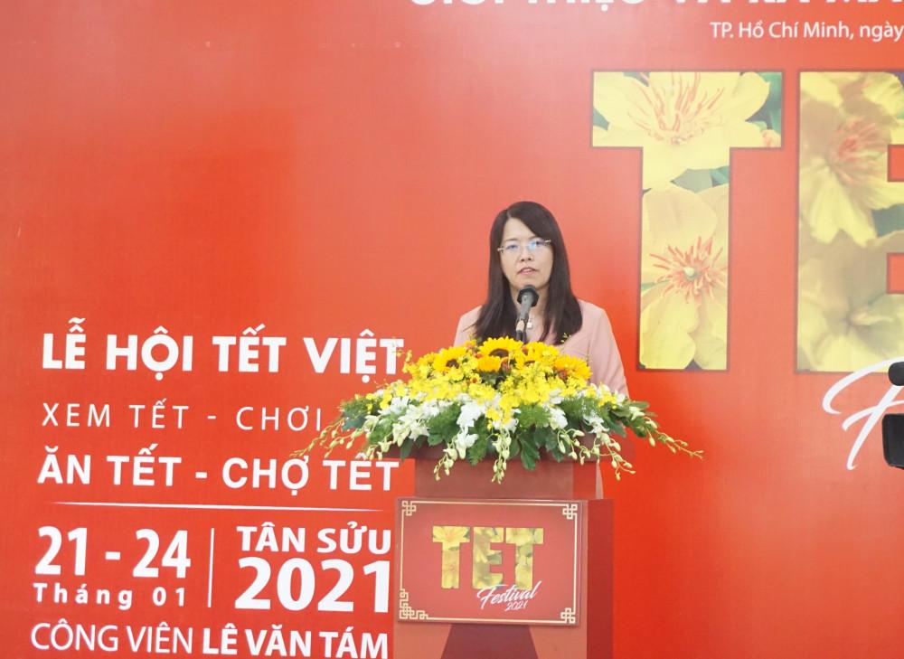 Bà Nguyễn Thị Ánh Hoa - Giám đốc Sở Du lịch TPHCM phát biểu tại buổi họp báo công bố chương trình Lễ hội Tết Việt 2021.