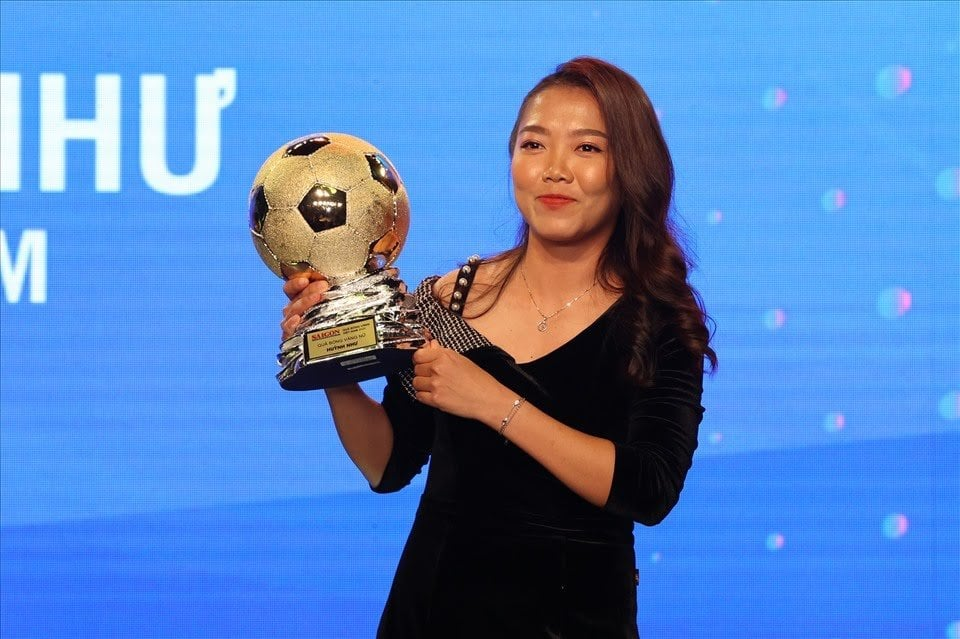 Nữ tuyển thủ bóng đá Huỳnh Như lần thứ 3 đạt danh hiệu Quả bóng vàng