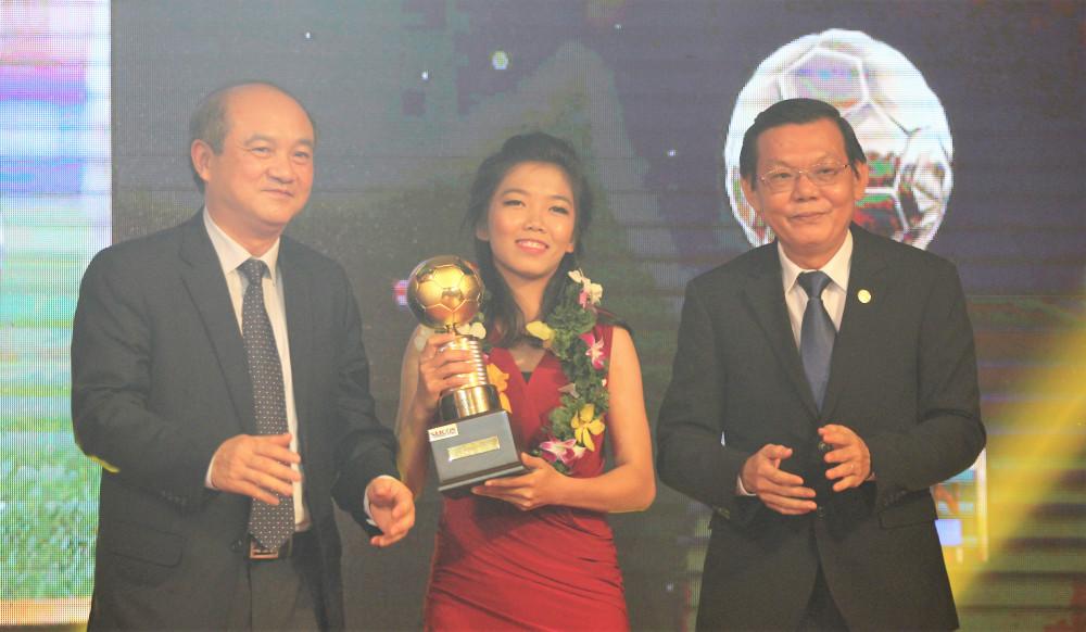 Huỳnh Như đạt danh hiệu Quả bóng vàng năm 2016
