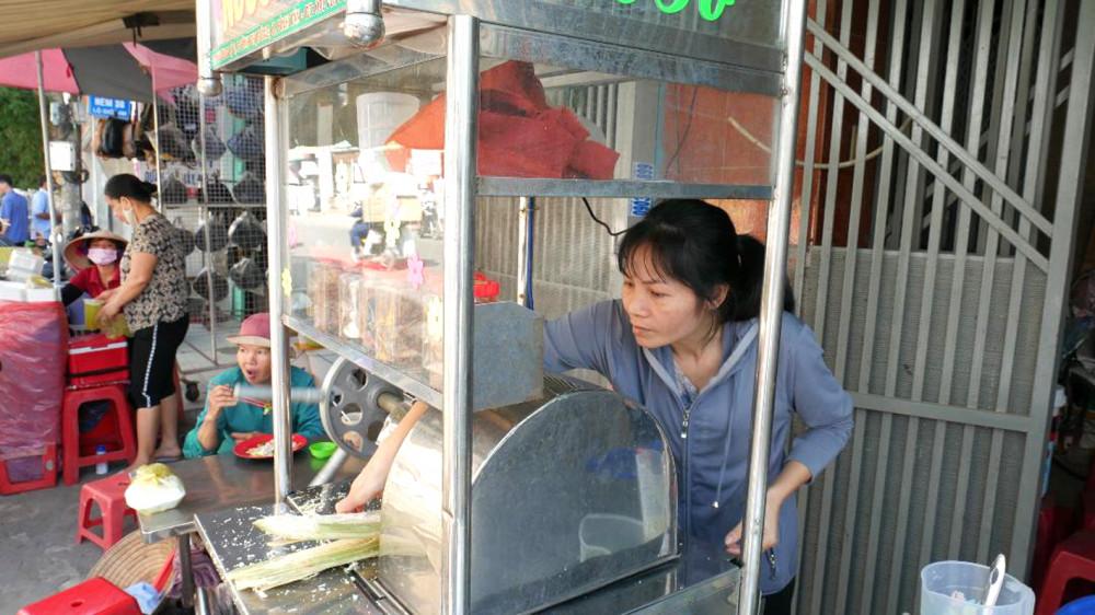 Xe nước mía giúp chị Uyên chủ động lo chi phí sinh hoạt hằng ngày