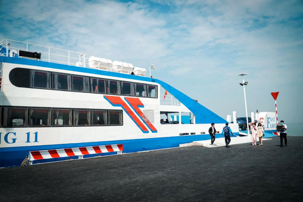 Tuyến phà biển Cần Giờ - Vũng Tàu đi vào hoạt động ngày 4/1, nhưng giá vé còn khá cao - Ảnh: Tam Nguyên