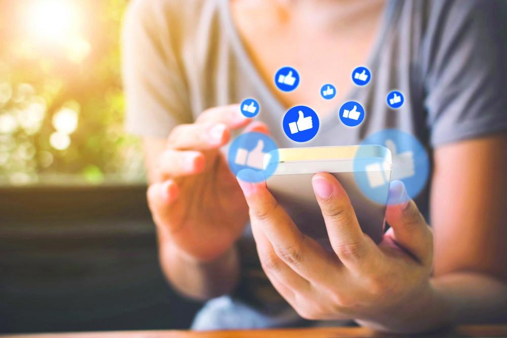"""""""Like"""" vài bài đăng trên mạng xã hội liệu có thể dẫn chúng ta đến một cuộc đối đầu?  Ảnh: Metro"""