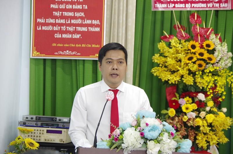 Ông Nguyễn Hùng Hậu, Bí thư phường Võ Thị Sáu phát biểu nhận nhiệm vụ - Ảnh: PLO
