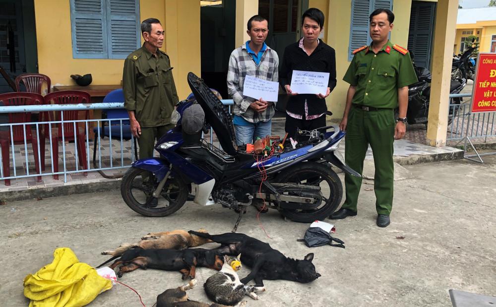 Hai thanh niên trộm chó mèo bị lực lượng chức năng bắt giữ.