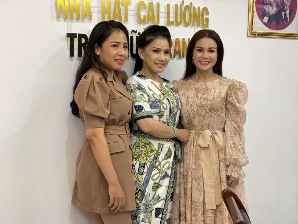 Từ trái qua: nghệ sĩ Cao Thuý Vy, NSƯT Phượng Loan, NSƯT Lê Hồng Thắm