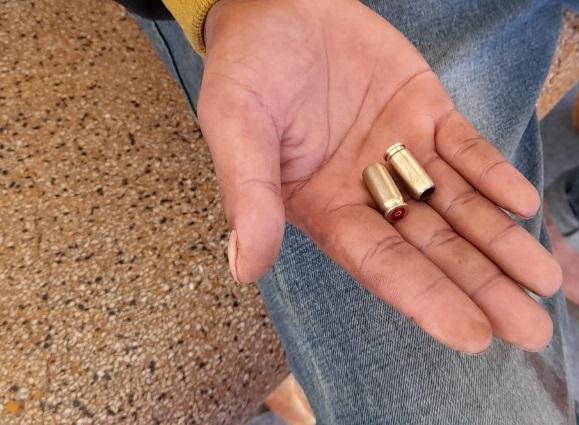 Người nhà cho biết, nhặt được hai vỏ đạn