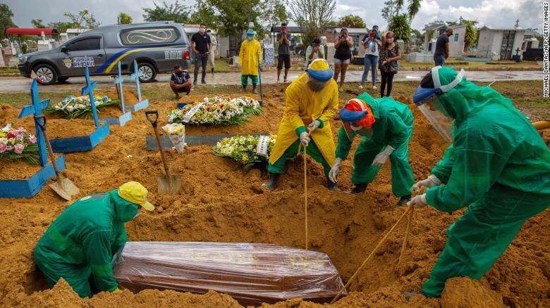 Số người tử vong vì COVID-19 ở thành phố Manaus không ngừng tăng lên mỗi ngày - Ảnh: CNN