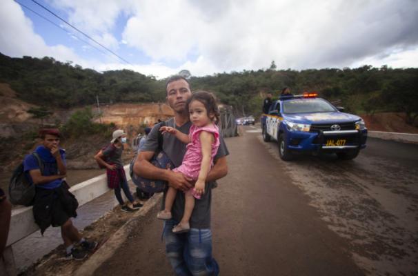 """Ủy ban Chữ thập đỏ Quốc tế cho biết trong một tuyên bố hôm thứ Sáu rằng """"Sự kết hợp của COVID-19, sự loại trừ xã hội, bạo lực và các thảm họa liên quan đến khí hậu xảy ra cùng lúc với mức độ nghiêm trọng hiếm thấy trước đây ở Trung Mỹ làm nảy sinh những thách thức nhân đạo mới. """""""