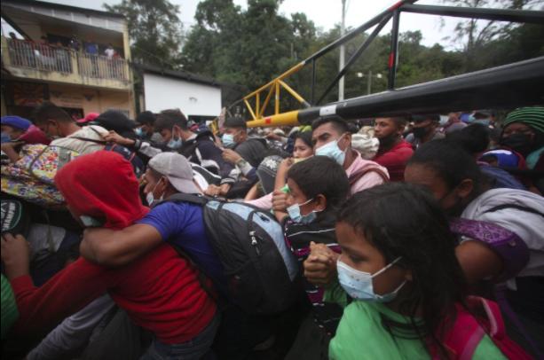 Guatemala đã thiết lập gần một chục điểm kiểm soát trên các đường cao tốc và có thể bắt đầu thu hút nhiều người di cư hơn trở lại Honduras, như đã từng làm trước đây, cho rằng họ gây nguy hiểm cho bản thân và những người khác khi đi du lịch trong đại dịch coronavirus. Chính phủ khắp khu vực đã nói rõ rằng họ sẽ không cho đoàn lữ hành đi qua.