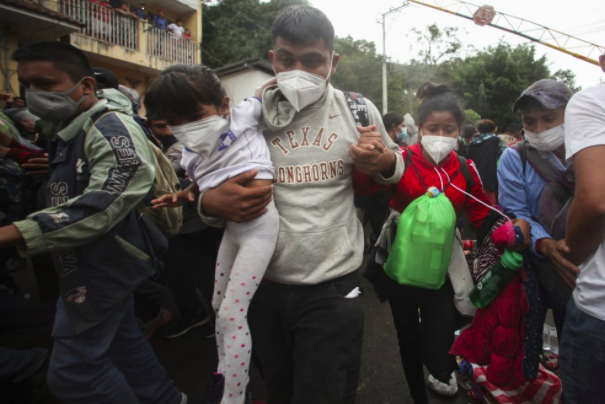"""""""Chính phủ Guatemala lấy làm tiếc về hành vi vi phạm chủ quyền quốc gia này và kêu gọi các chính phủ Trung Mỹ thực hiện các biện pháp để tránh khiến cư dân của họ gặp nguy hiểm trong bối cảnh tình trạng khẩn cấp về sức khỏe do đại dịch,"""" tuyên bố của Giammattei tiếp tục."""