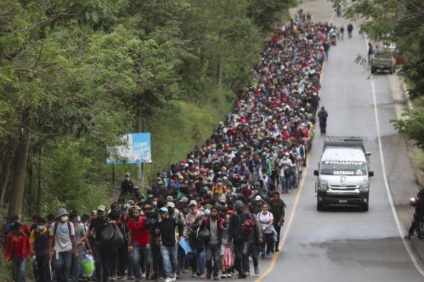 Tổng thống Guatemala Alejandro Giammattei đã ban hành một tuyên bố kêu gọi chính quyền Honduras ngăn chặn lối ra hàng loạt của cư dân của nó. Hôm thứ Sáu, những người di cư đã vào Guatemala bằng cách vượt qua khoảng 2.000 cảnh sát và binh sĩ ở biên giới; hầu hết được nhập mà không hiển thị xét nghiệm coronavirus âm tính mà Guatemala yêu cầu.