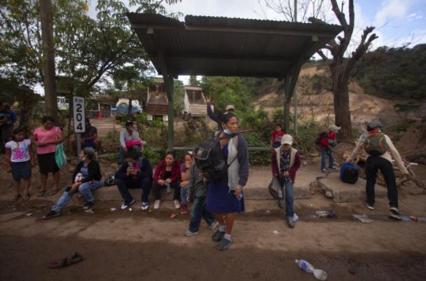 Những người di cư rời đi với rất ít chắc chắn về việc họ sẽ đi được bao xa. Các chính phủ khu vực gần đây tỏ ra đoàn kết hơn bao giờ hết trong việc ngăn chặn tiến trình của họ.