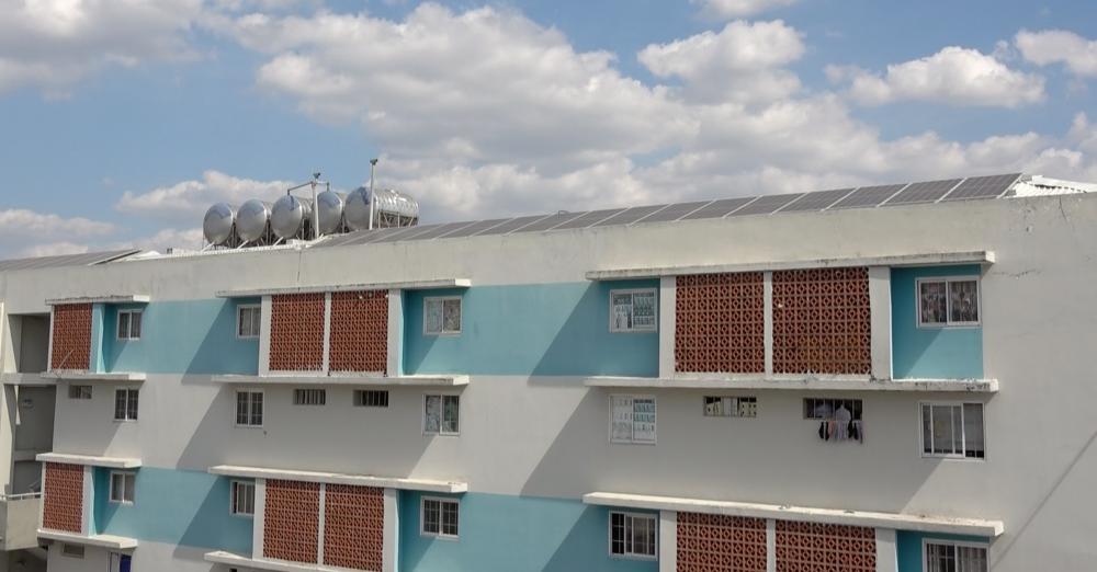 Tại khu nhà ở xã hội Định Hoà cũng lắp điện áp mái và vướng phải sự phản ứng của cư dân