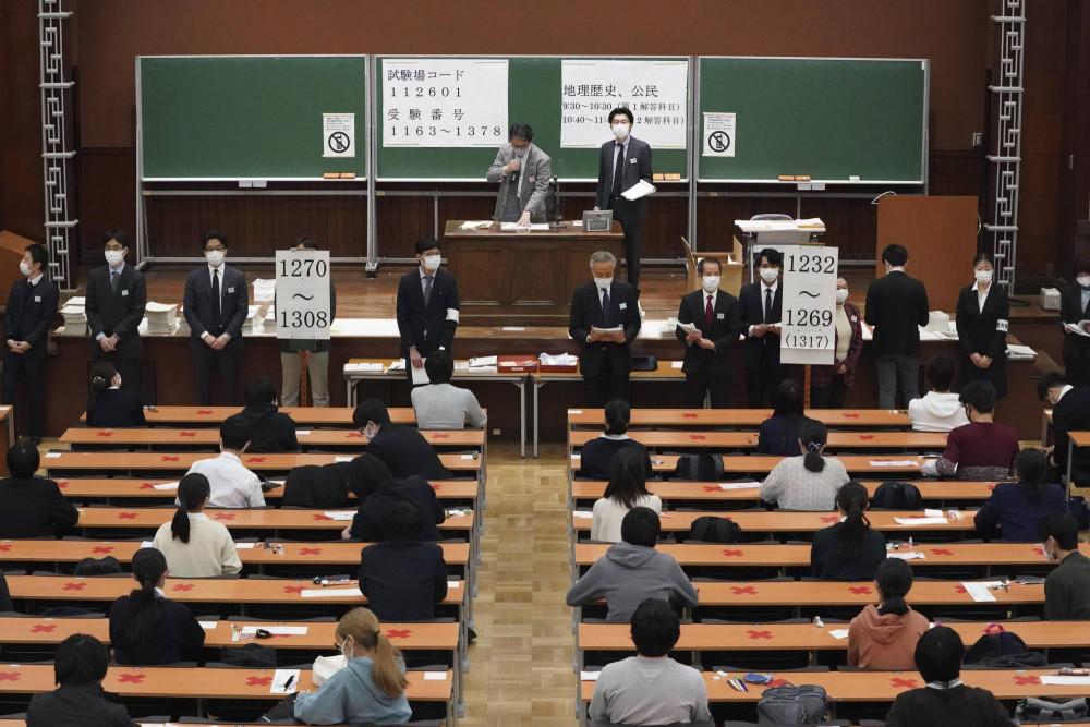 Kỳ thi tuyển sinh đại học tại Nhật Bản diễn ra trong bối cảnh giãn cách xã hội