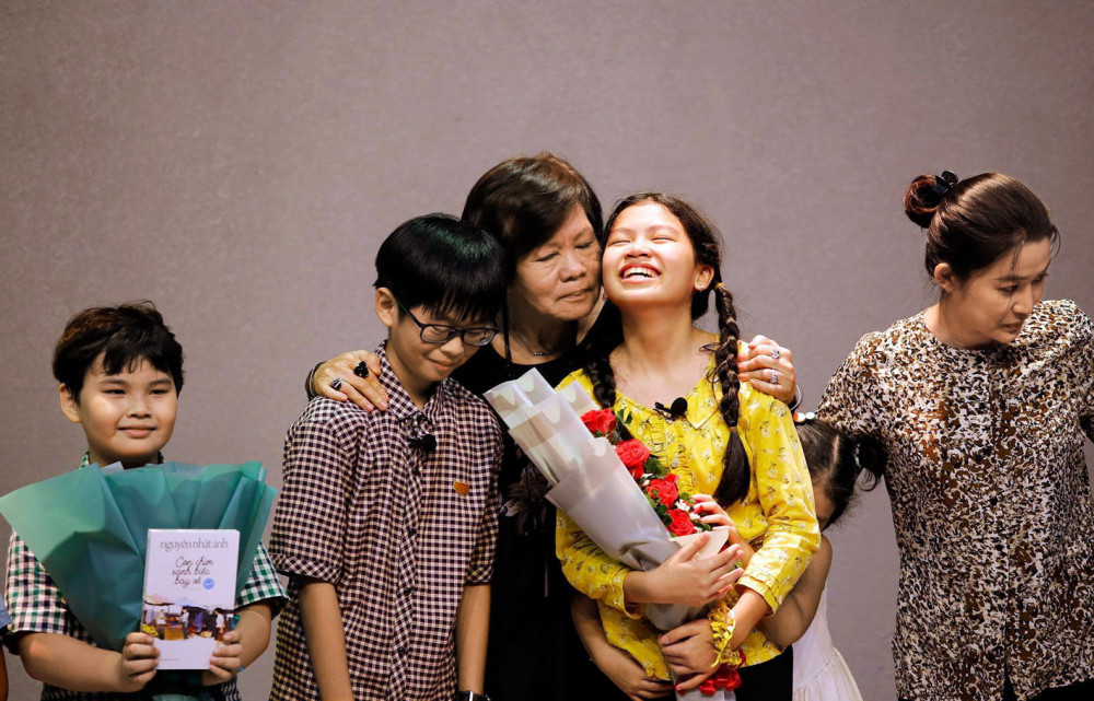 Làm bạn với bầu trời - vở diễn giới thiệu những diễn viên đặc biệt của đạo diễn Việt Linh