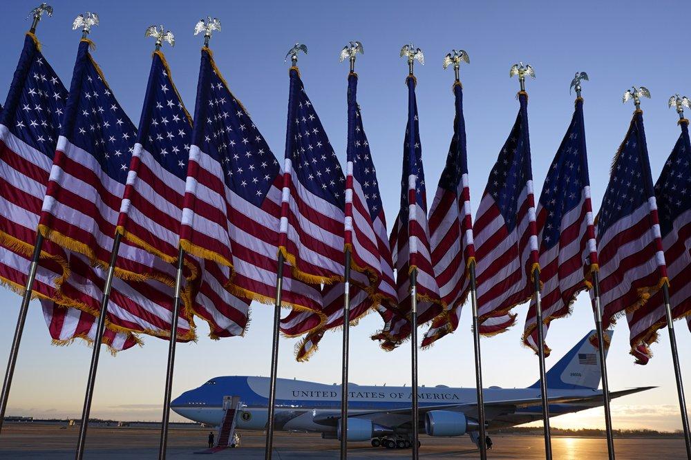 Chiếc máy bay Air Force One đợi sẵn tại Căn cứ Andrew, dự kiến đưa Tổng thống Trump về dinh thự riêng ở Florida sau lễ chia tay