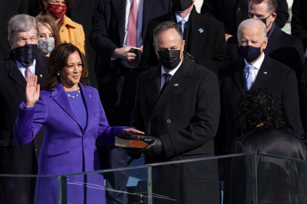 Bà Kamala Harris tuyên thệ nhậm chức Phó tổng thống Mỹ