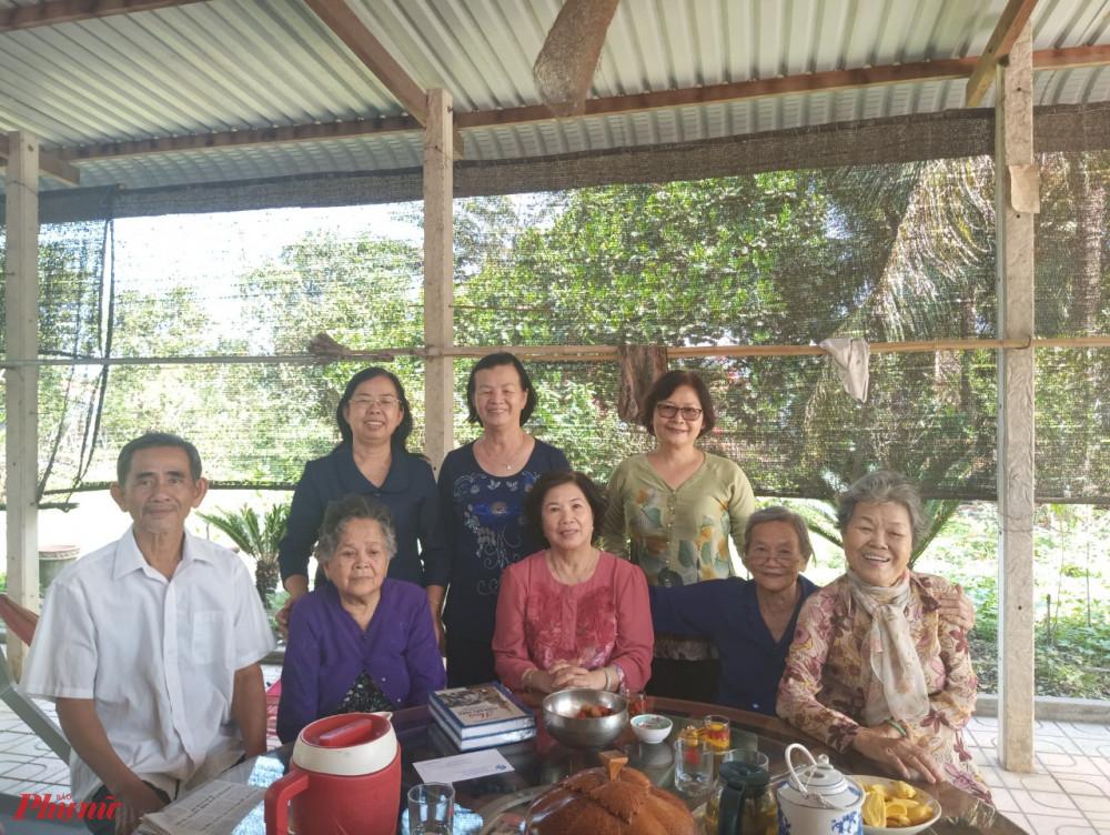 Đoàn đến thăm các dì Ban phụ vận tại huyện Củ Chi