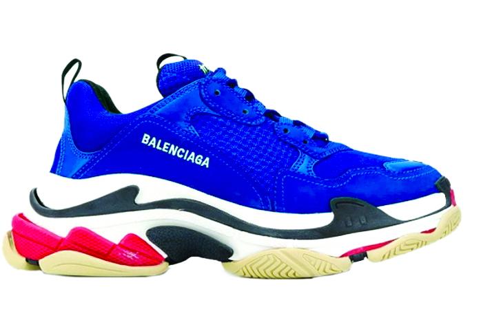 Mẫu giày thể thao Triple S của Balenciaga có giá 976 USD